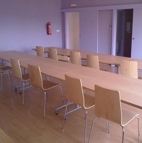 Mobiliario destinado a uso colectivo. Salones sociales, academias y bibliotecas.